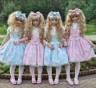 Vous laurez compris, le but du jeu est de shabiller principalement dans des tons roses ou bleu pâles et de ressembler à des poupées!